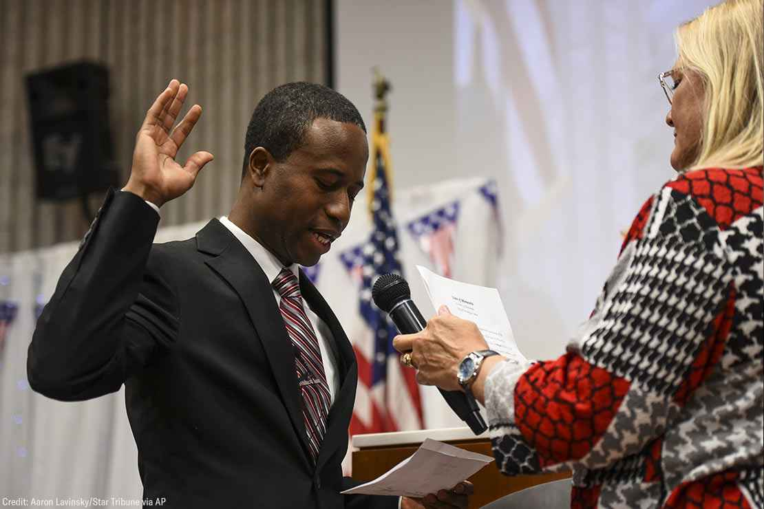 Mike Elliott takes the oath of office as the city's new mayor with city clerk Barb Suciu, right, during Elliot's inauguration ceremony